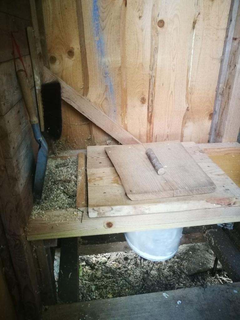 Detalle de uno de los baños secos
