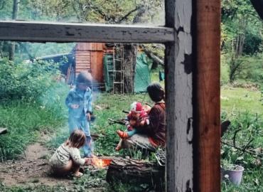 A los niños les gusta hacer pequeñas hogueras